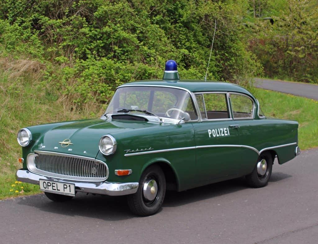 Der Opel Olympia P1 aus dem 1. Deutschen Polizeioldtimer Museum in Marburg
