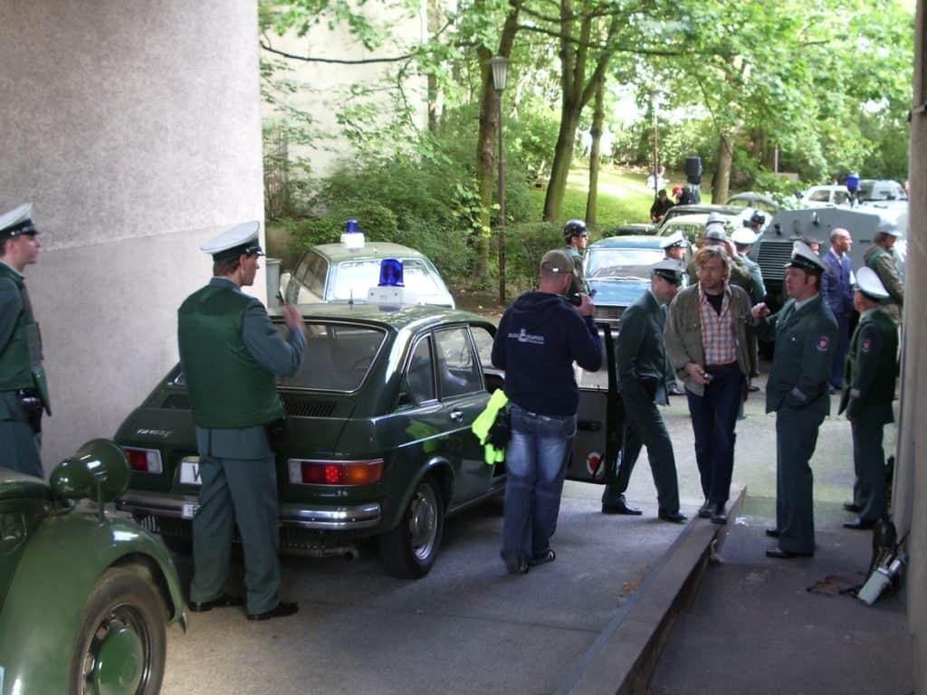 """Kurz vor Drehbeginn zur Festnahme von Andreas Baader, einige Oldies aus dem Polizeioldtimer Museum Marburg beim Dreh zum """"Baader-Meinhof-Komplex"""""""
