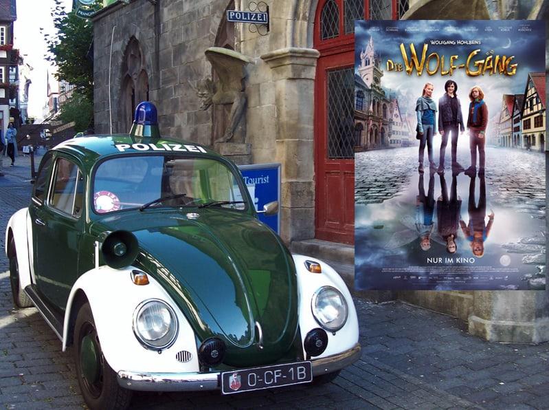 """Beim Dreh zu """"Die Wolf-Gäng"""" in der historischen Altstadt von Alsfeld mit dem Polizei-Käfer aus dem 1. Deutschen Polizeioldtimer Museum in Marburg"""