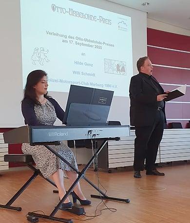 Musikalisch umrahmt wurde die Preisverleihung von Daniel Sans (Tenor) und Marie Sans (E-Piano)