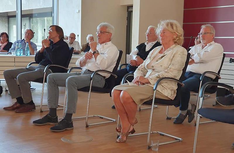 Die Preisträger des Otto-Ubbelohde-Preises 2020 mit v. l. Willi Schmidt, Eberhard Dersch (Vorsitzender PMC Marburg) und Hilde Genz