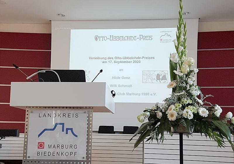 Ein Blick auf das noch leere Podium bei der Verleihung des Otto-Ubbelohde-Preises 2020
