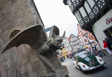 """Bilder vom Dreh des Fantasy-Films """"Die Wolf-Gäng"""" auf dem Marktplatz von Alsfeld mit dem Polizei-Käfer aus dem 1. Deutschen Polizeioldtimer Museum in Marburg (Fotos: Oberhessen-live)"""