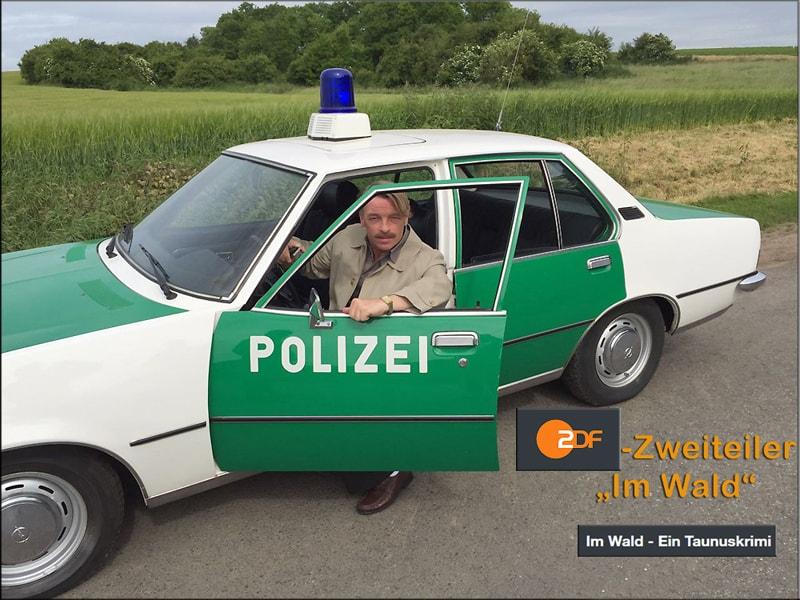 """Polizeioldie bei Filmaufnahmen zum ZDF-Zweiteiler """"Taunuskrimi"""" mit dem Titel """"IM WALD"""""""