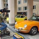 """Am Set vom Dreh zu den """"Goldjungs"""" mit einigen Porsche 911, direkt in der Kölner Innenstadt - Herstatt-Bank"""