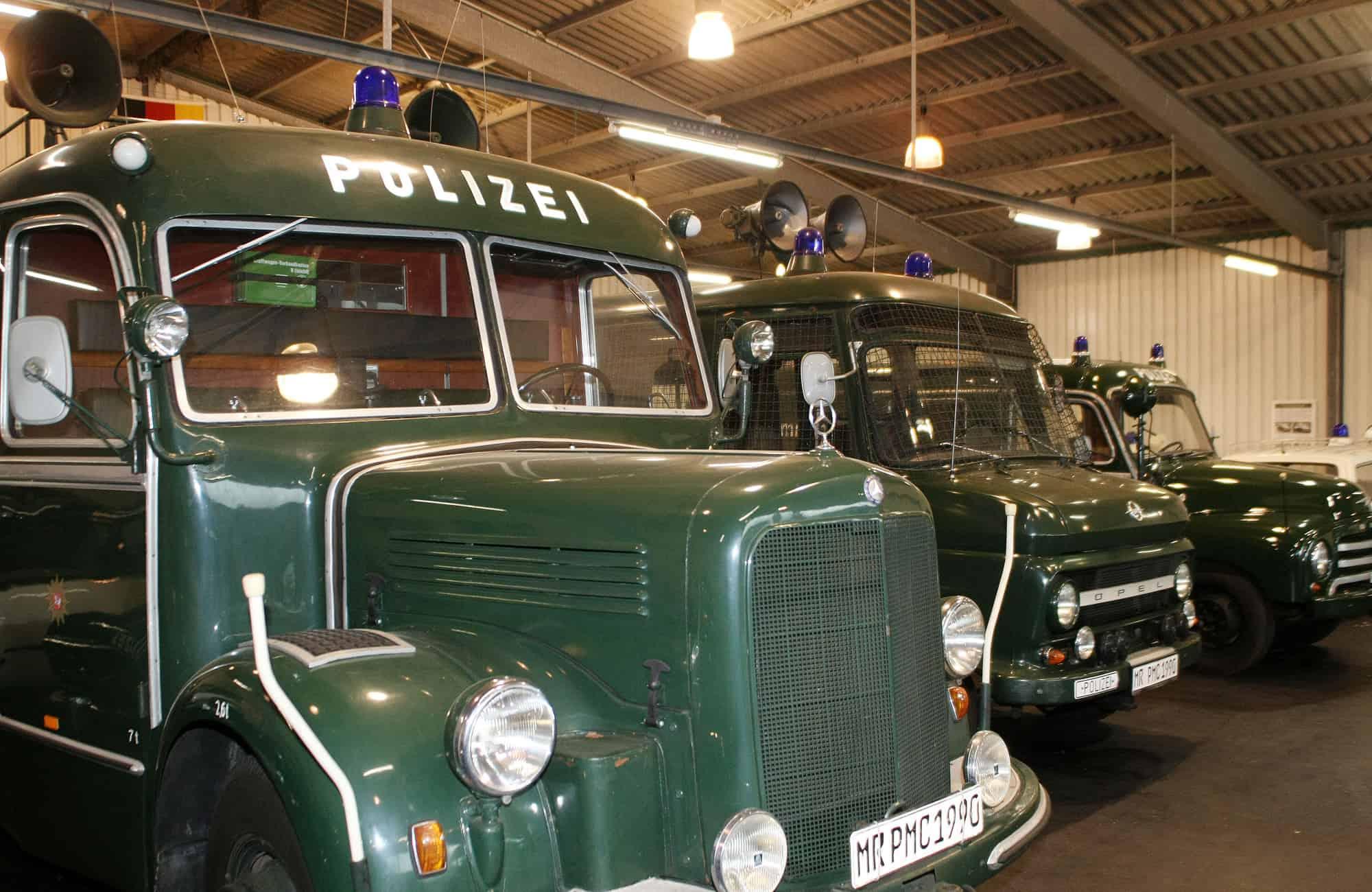 Historische Polizeifahrzeuge aus dem 1. Deutsche Polizeioldtimer Museum