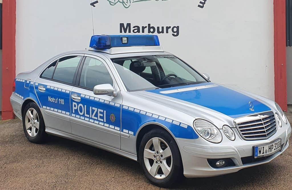 Rundgang durch das 1. Deutsche Polizeioldtimer Museum mit Dr. Stefan Heck, Staatssekretär im Hess. Ministerium des Innern, er übergab dem Polizei-Motorsport-Club Marburg an diesem Tag ein besonderes Geschenk